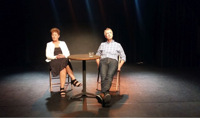 Scène uit 'Nacht' met Nelleke Tamerus en Ubald Nienhuis van Theatergroep Zierik. FOTO: Elly Möhlmann
