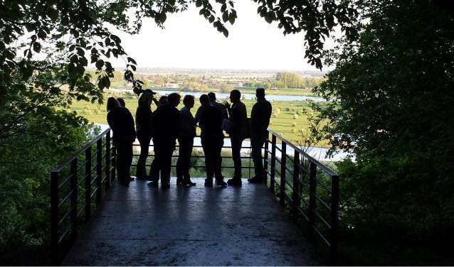 Het uitzicht bij de Koningstafel over rivierenland.
