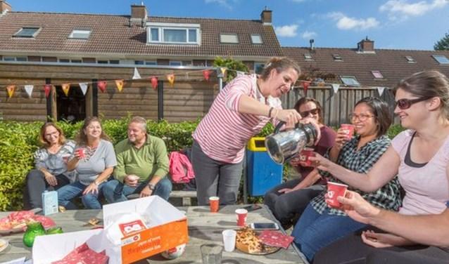 Het Oranje Fonds ondersteunt sociale initiatieven zoals Burendag met kennis, geld en contacten. FOTO: Oranje Fonds.