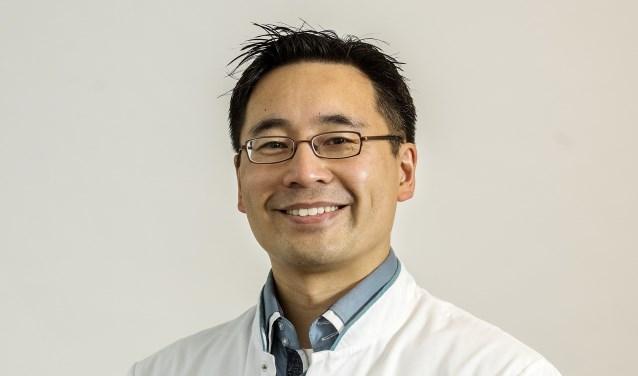 The werkte 2,5 jaar in het buitenland om superspecialist te worden en heeft jarenlange ervaring opgedaan als handchirurg in Amphia.