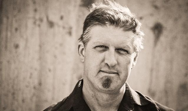 In samenwerking met Crossroads, het Bergse radiostation, is het PopMonument gelukt Boris McCutcheon met band en al uit New Mexico te laten overkomen. De voormalige bioboer deelde het podium met Ryan Adams, Iron & Wine en Calexico. McCutcheons stem is even gruizig als soulvol.
