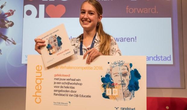Emma Smit (13) uit Drunen is een van de winnaressen van de verhalencompetitie van Randstad Onderwijs en studiematerialenleverancier VanDijk.