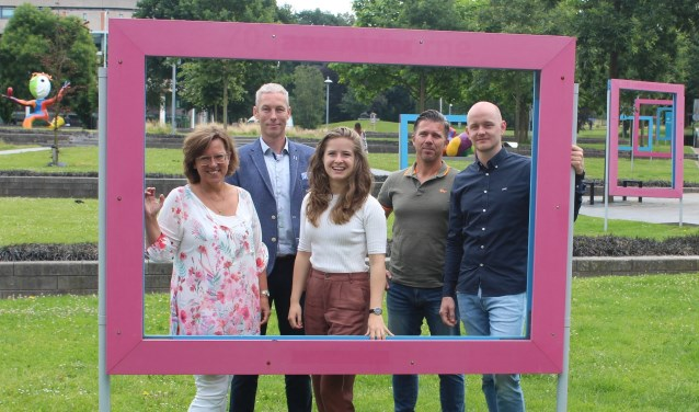 Van links naar rechts, Corine van Ruissen, Bart van Schooten, Lara Hoogenbosch, Marco Bod en Niels Kuijt. (Foto: @hajaressaphotography)
