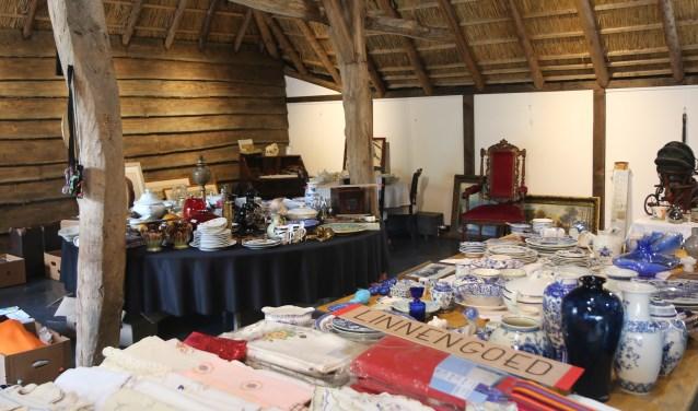 De brocantemarkt wordt gehouden in de Nispenhoeve van de familie Heller  in Prinsenbeek. FOTO: PR