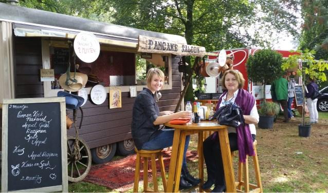 Foodtrucks zijn hot. Drie dagen lang kunnen bezoekers kiezen uit verschillende lekkere hapjes en drankjes.