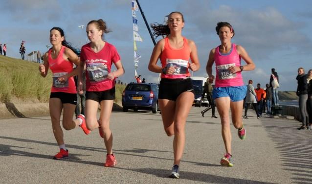 Woensdag 14 juni starten de trainingen voor d eladiesrun van de Kustmarathon. FOTO: FRANK HUSSLAGE