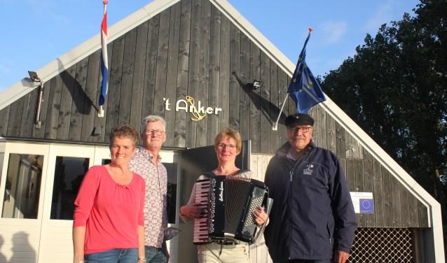 V.l.n.r. Bea Kieskamp, Rene Leeflang, Dinie Zweverink en Chris Nijland staan er al klaar voor om de bezoekers te verwelkomen.