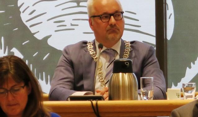 Louis van der Spoel tijdens de ene keer dat hij waarnam voor burgemeester Attema. (Foto: Gemeente Ridderkerk)