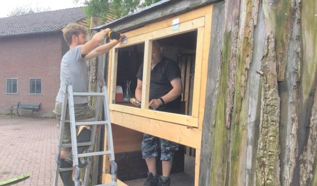 Er werd vorige week nog hard gewerkt aan de opbouw van het festival in Rossum.