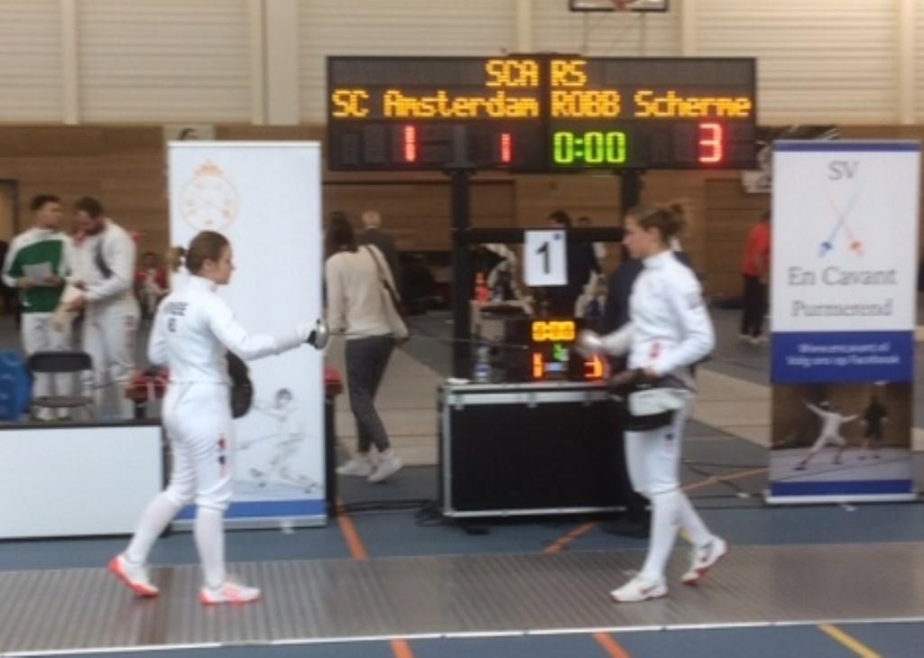 Zussen Roos (rechts) en Katelijn Kroese (links)  © Persgroep