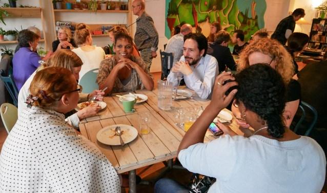 Raadsleden en burgers waren vorige week bij THUIS Wageningen uitgenodigd om elkaar onder het genot van een maaltijd te spreken. Aanleiding was de wens tot democratische vernieuwing van de gemeente.