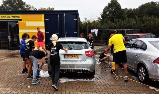 De eerste editie van de carwash in 2017, bij Carwash De Luxe krijgt de auto een speciale behandeling.