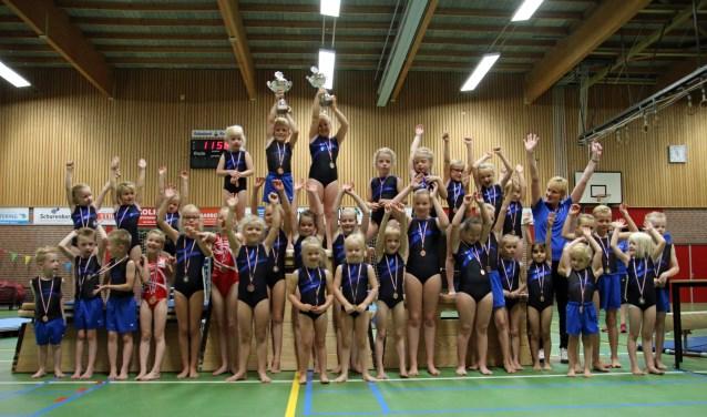 Alle 36 deelnemers aan de wedstrijden kregen een medaille als aandenken aan deze mooie afsluiting van het gymseizoen.
