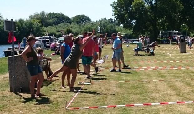 De 64 deelnemers streden op recreatieterrein de Galgenwaard om de wisseltrofee. Foto: Jeroen Danz