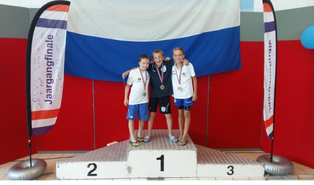 Nout Folkersma won goud op de 100 meter rugslag.