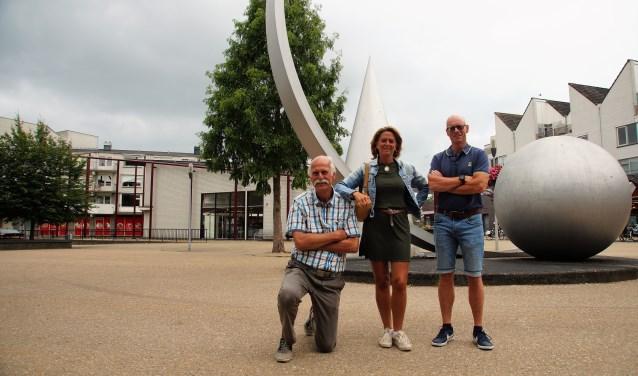 """Michael Stallvord, Nicola Lens van Rijn en Johan Smith zijn de initiatiefnemers van het nieuwe Wijkplatform Molenvliet. """"We willen vooral faciliteren."""""""