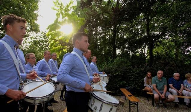 De harmonie en slagwerkgroep van St. Caecilia geven een verjaardagsconcert in Doornenburg. (foto: Kirsten den Boef)
