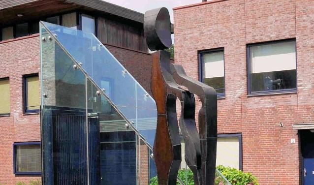 Vrouwen worden door Van Gulik herkend, opgeslagen en verbeeld in stalen sculpturen.