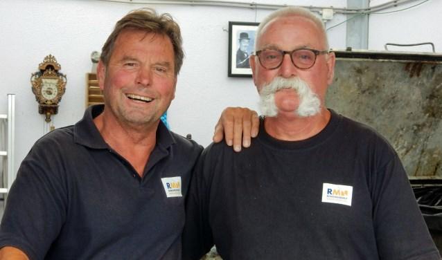 Bert (links) en Jan van het Recyclestation Seysterberg. Bijna al het afval kan gerecycled worden. Alleen grof afval en bielzen worden verbrand.