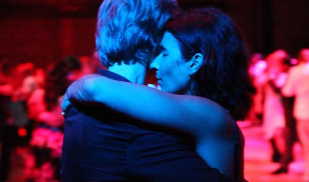 De innige omhelzing van de Argentijnse Tango.