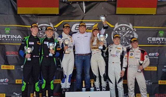 """De tv-commentatoren van de GT4-race: """"Dit moet wel de beste race van Rob Severs uit zijn carrière zijn."""""""
