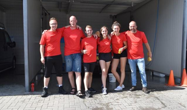 De leden van YEHS (vlnr): Marvin van der Veen, Teun Koopman (leider), Jesper Simon, Emma Schoten, Kim van der Riet en Ruben Minkjan (leider). Foto: YEHS.