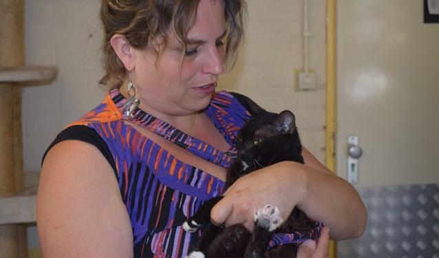 Wethouder Willemien Vreugdenhil keek als kattenliefhebber haar ogen uit in De Hof van Ede.