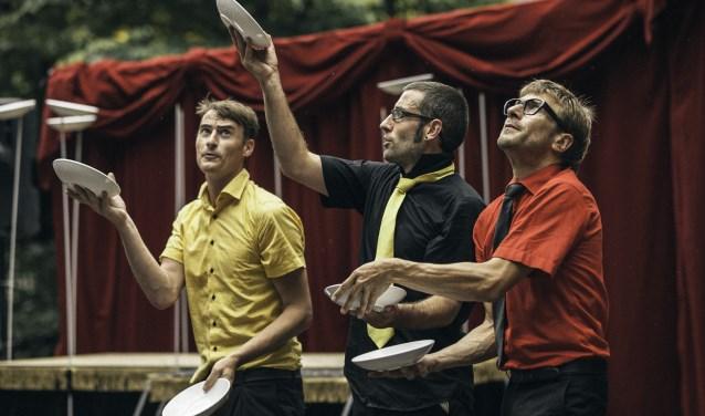 Vrijdag 13 juli speelt het eigenwijze gezelschap Cirque Democratique de la Belgique in de Leusdense wijk Alandsbeek. (Foto: Loic Nys - Sileks)