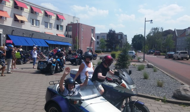 De rolstoel wordt verruild voor een motor met zijspan. De avontuurlijke bewoners van De Wielewaal genieten van de ritjes met de Health Angels.