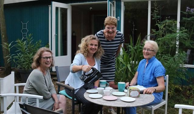 V.l.n.r. Hildegonde Mostert, Jeanine Roos, Annemiek Tubbing en Marjolein van der Valk van de initiatiefgroep Tiny Housing Utrechtse Heuvelrug.