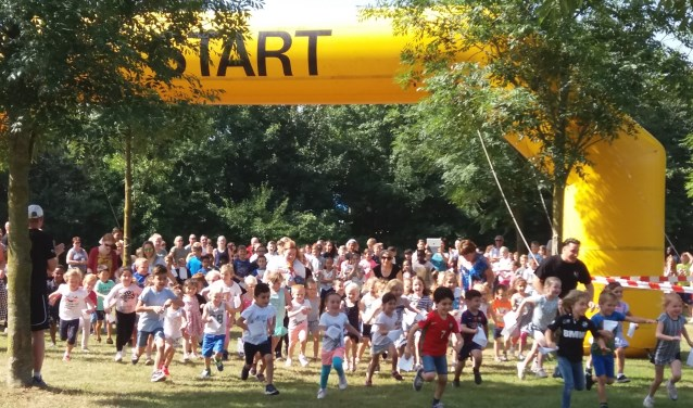De start van de sponsorloop voor Ushersyndroom verliep prima, onder het genot van een lekker zonnetje hadden de kinderen veel plezier!