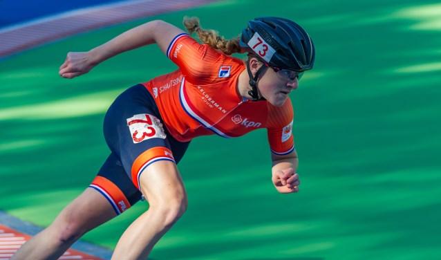 Marit in actie tijdens de 500 meter op de piste in Heerde