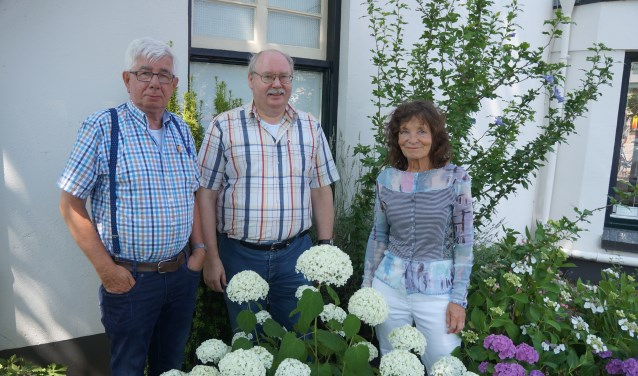 De organisatoren van de Borculose Boekenmarkt: Gerrit Urbaan, Fred Geerligs en Ria Lusink (vlnr).