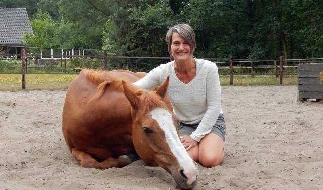 Carol maakt een bjizondere reis naar Bolivia. Ze geeft haar sponsors graag een kennismaking paardencoaching met haar paard Jessie.