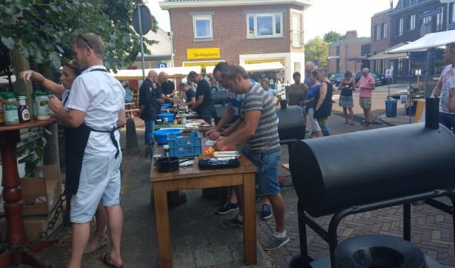 Barbecue-wedstrijd bij Oerkroeg Schiller tijdens eerste AaltenDagen. Foto: Royaal BBQ