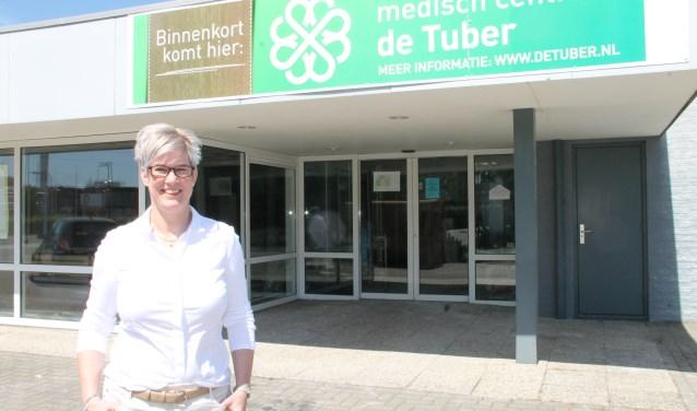 Corinne Trip bij  medisch centrum de Tuber, dat 3 september open gaat. foto Lineke Voltman