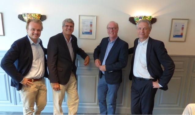 Edgar Visser, Henk Hekman, Wim Gaalman en Richard de Way vertegenwoordigden de lokale sponsors van Ons Gebouw.