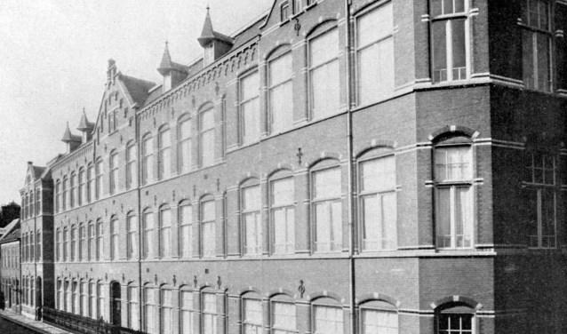 Kweekschool Concordia en de H. Hartmulo waren gehuisvest in dit complex aan de Papenhulst. Anno 1922.