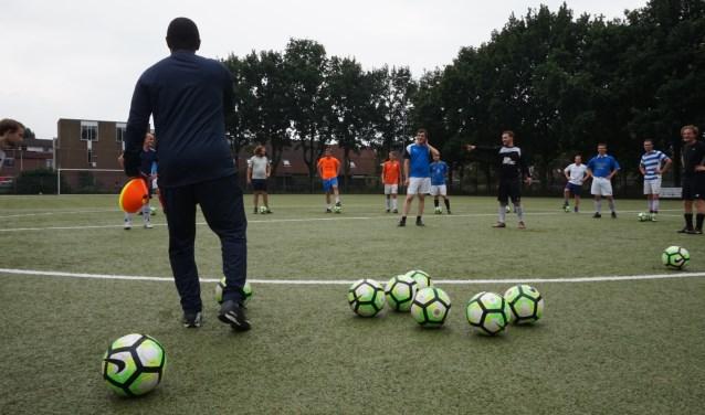 Bij kicks wordt er gewoon de hele zomer door gevoetbald. Foto: Kicks