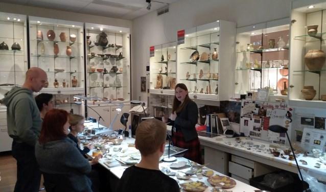 Zo zal de ArcheoHotspot in museum het Palthe Huis er ongeveer uitzien: terwijl archeologen aan het werk zijn, maakt publiek kennis met hun werk.
