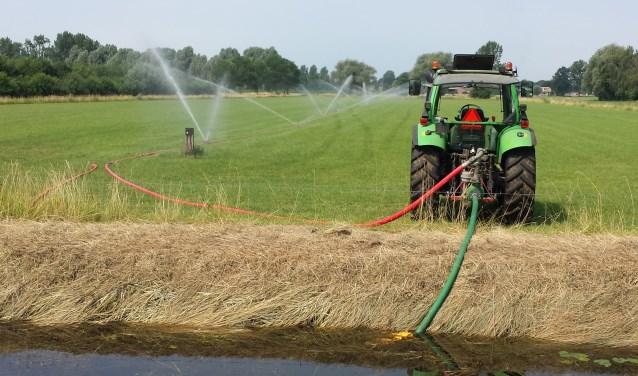"""Voor een groot deel van de Veluwe geldt een onttrekkingsverbod op oppervlaktewater. """"Gelukkig mogen we hier nog wel gebruik maken van grondwater, dat mag in een groot deel van Nederland ook al niet meer."""" Foto: Waterschap Vallei en Veluwe"""