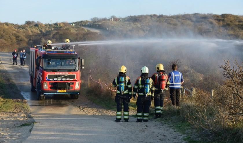 Bij de huidige droogte kan een buitenbrand, zoals hier bij Burgh-Haamstede, ontzettend snel uitbreiden. FOTO: Chris Platteeuw Imaging