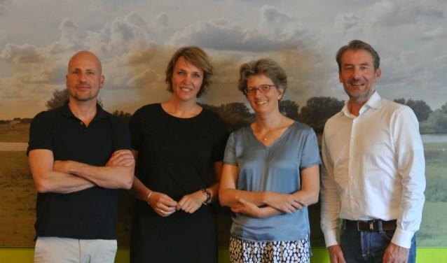 Op de foto in van links naar rechts: Michel Mekenkamp (Wasconnect), Jitty Wiggers (Present), Margreet Smit (Present) en Ron Guijt (KB-Online).  Floris van Eekert (Wasconnect) ontbreekt helaas op de foto.