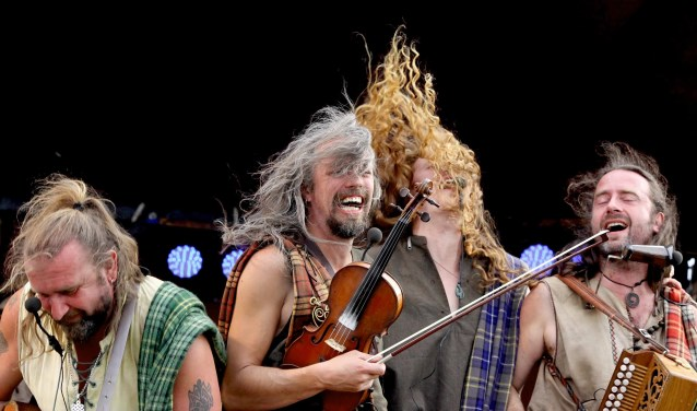 Stilzitten? Dat gaat niemand lukken tijdens het concert van Rapalje in Brilmansdennen.
