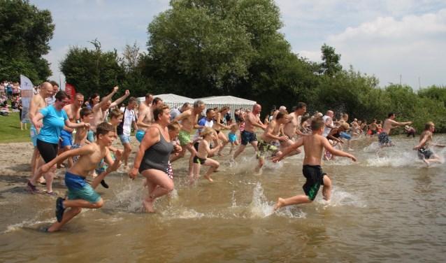 Zaterdag wordt er weer in de Afgedamde Maas gesprongen voor schoon water tijdens The Big Jump.