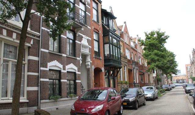 Het blok portiek-etagewoningen aan de Luijbenstraat bestaat uit hoekpanden, tussenwoningen en centrale woonhuizen. Foto: Josephine Peren