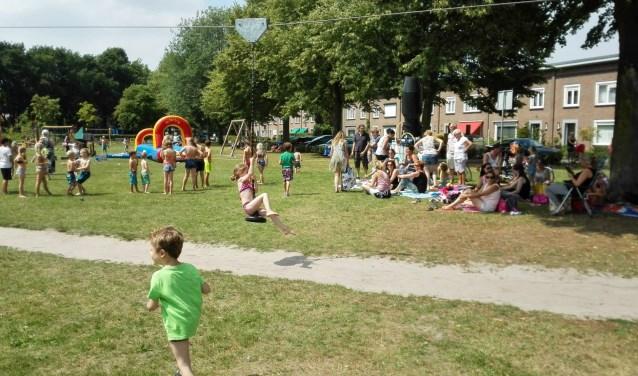 Alle kinderen en bewoners van de Vliedberg zijn vrijdagmiddag 6 juli welkom om de laatste schooldag en het 5-jarig jubileum te komen vieren.