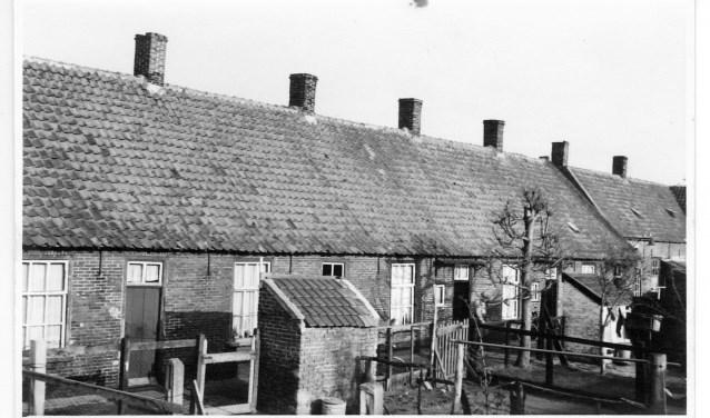 Over de herkomst van de naam Spoordam lopen de meningen uiteen. Ad van Liempt denkt zelf dat er in de huisjes mensen gewoond hebben die aan de aanleg van de spoorlijn Lage Zwaluwe-Den Bosch werkten.