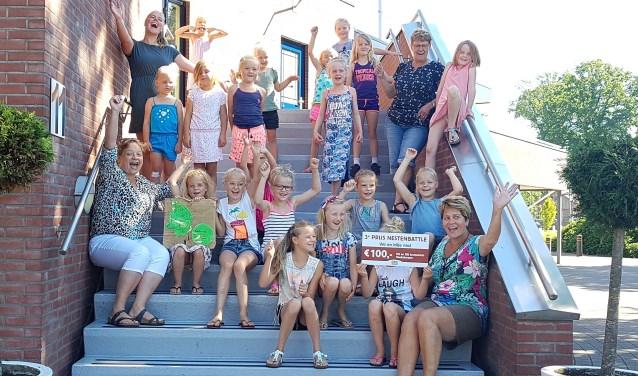 Dolblij waren kinderen en leiding van Vrij en Blij met de derde plek. Linksonder Heleen Lansink van De Melktapperij.
