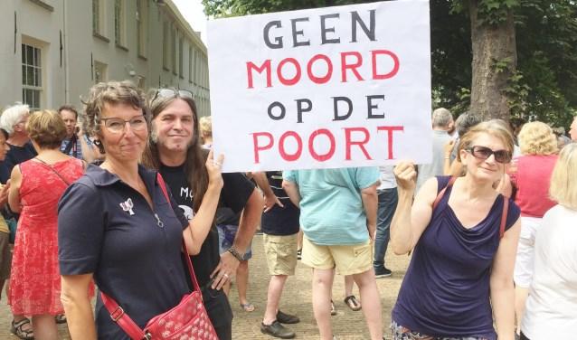 """Brie van Klaveren (links) en Eric Geevers zijn de initiatiefnemers van stilteprotest. """"We zijn ons te pletter geschrokken van de verbouwingsplannen."""""""